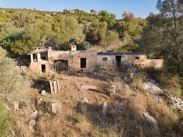 Finca to be renovated for sale near Son Servera, Costa de los Pinos