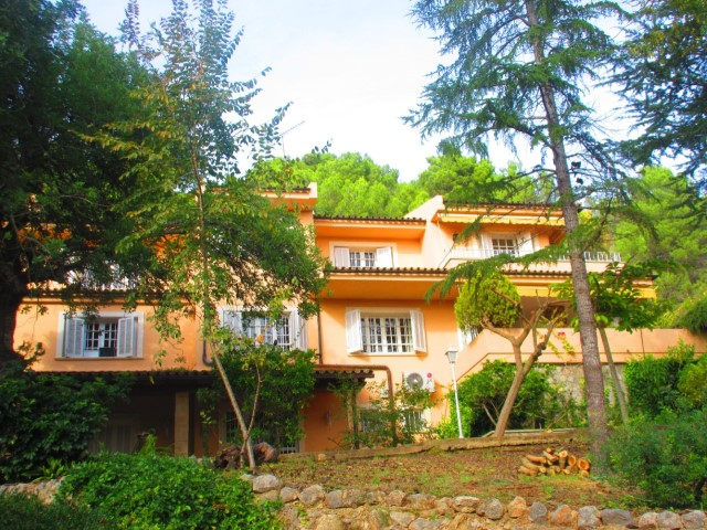 Rustic villa on big plot with holiday license for sale in Establiments