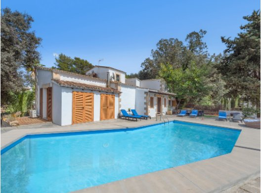 Detached rustic villa for sale in Bonaire - Alcudia with holiday rental license