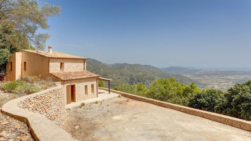 Country house with magnificent views for sale in Mancor De Val
