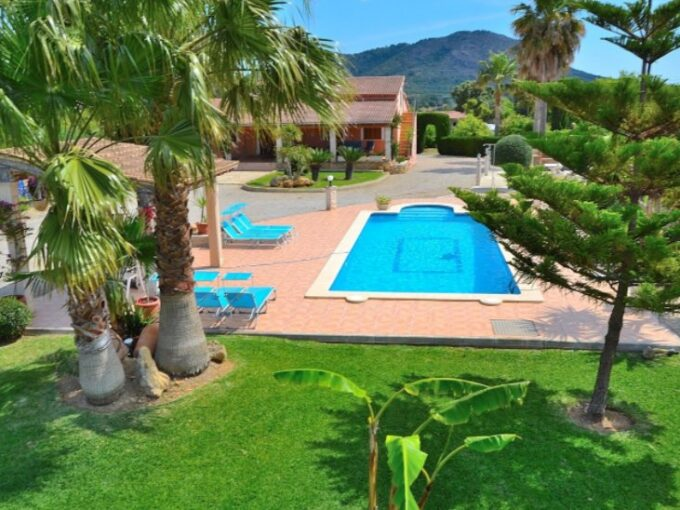 Tourist rental villa with pool and garden for sale in Inca