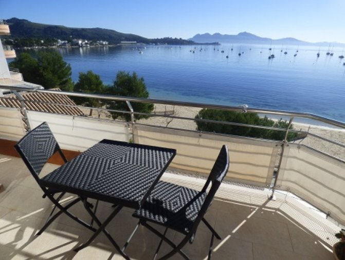 Seafront apartment with terrace for sale in Puerto Pollensa