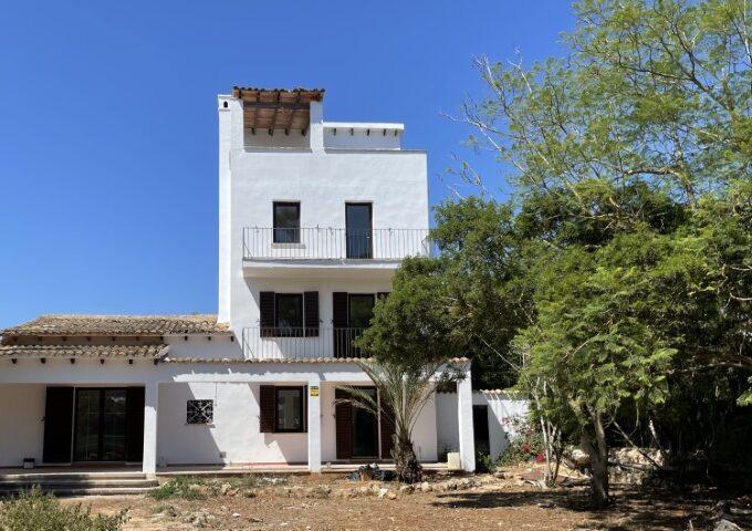 Lovely house for sale near the port in Cala Bona