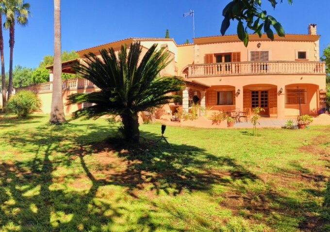 Fully-furnished villa for sale in the resort of Sa Coma