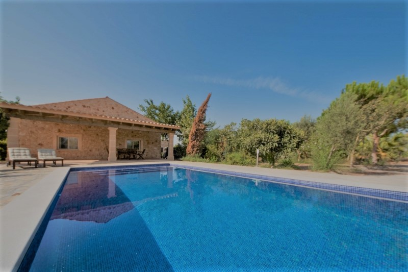 Legal country house on large plot for sale in Porto Cristo