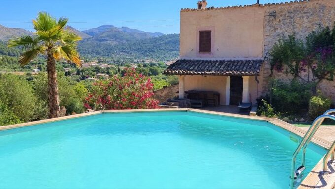 Stone house with open views for sale in S'Arraco - Andratx