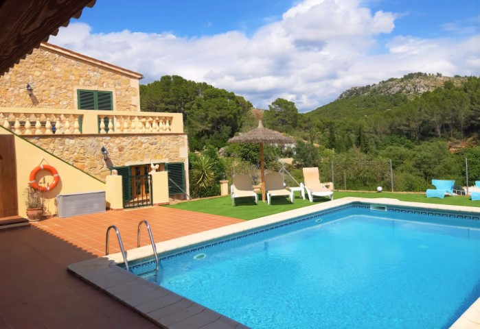 Mallorcan finca with holiday rental license within walking distance to Sant Elm