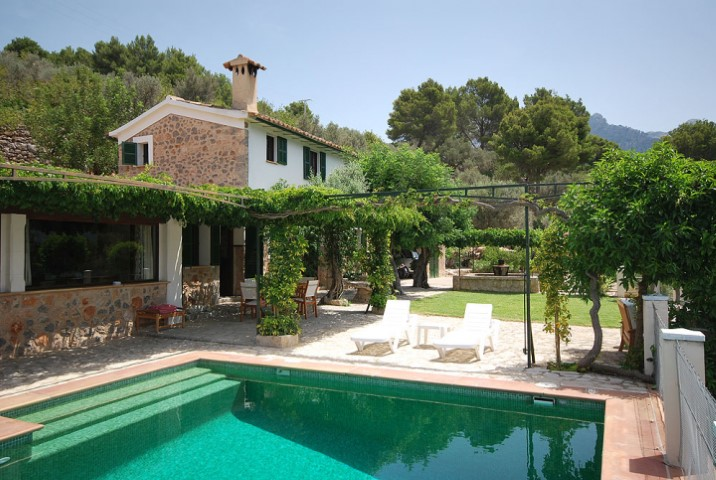 Detached country house with swimming pool for sale in Sóller valley