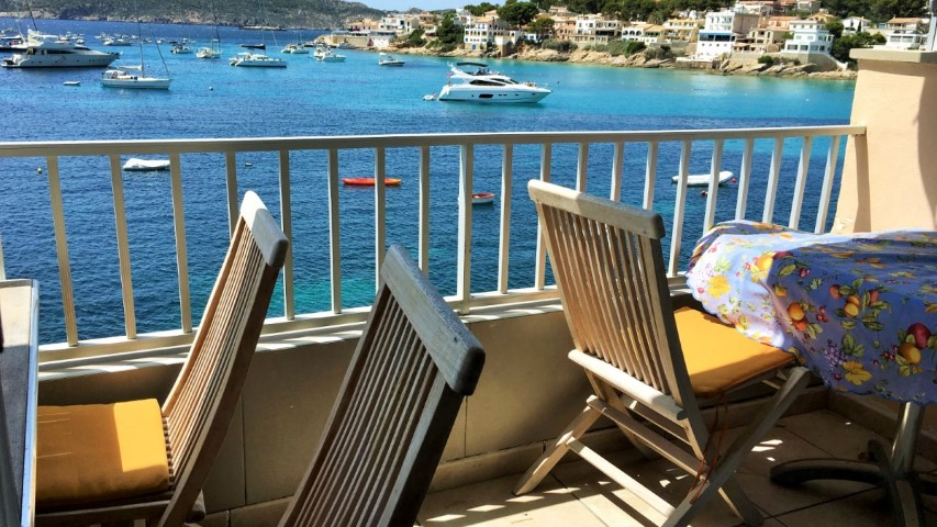Firstline apartment with fantastic sea view for sale in Sant Elm