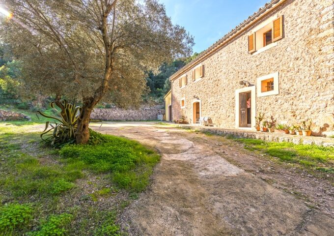 Exceptional Finca on big plot for sale in Bunyola